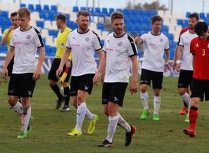 Johan Mårtensson traskar av planen efter 1-0-förlusten mot FC Seoul i träningsmatchen i Spanien i måndags.