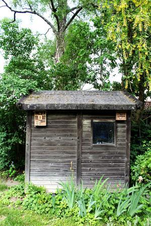 Träboden har två insektshotell.