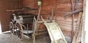 Här finns allt från arkeologiska föremål och fotografier till jordbruksprodukter och fordon.