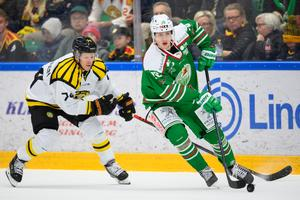 Nicklas Danielsson gjorde karriärens hundra mål i SHL i torsdags och fick även flytta upp i förstakedjan. Hur blir det mot Växjö?  Foto: Petter Arvidson / BILDBYRÅN