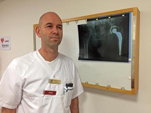 Thomas Ekblom, överläkare på ortopeden i Västerås, kommer att utföra planerade operationer i Lindesberg i vår.Akuta operationer i Västerås påverkas inte.