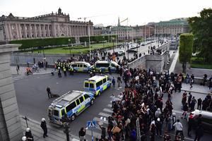 BLM-protesterna sprider sig nu från Stockholm och andra storstäder till mindre orter, skriver artikelförfattarna. Foto: Jonas Ekströmer / TT.