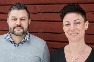 En röd stuga utanför Falun är just nu basen, men Patrik Hast och Anna Kinnander har patienter i hela Sverige, plus en del utomlands.