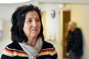 Inga-Lena Spansk, skolchef, håller tal inne i förskolan för alla som var närvarande. Hon försökte också förklarar ordet