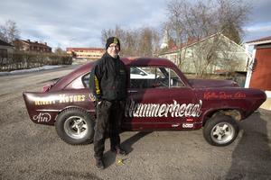 Hans Hammarström med sin bil Henry J, döpt till Hammerhead.