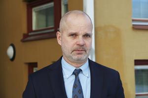 Åklagare Peter Olofsson beslutade under fredagen att släppa samtliga misstänkta på fri fot. Brottsutredningen fortsätter och misstankarna kvarstår mot de tolv inblandade.