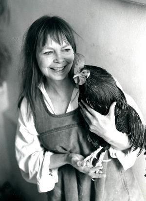 Sonja Petterson med en tupp.