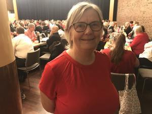 64-åriga Margaretha och de andra körmedlemmarna i Sjung med Spångberg laddade med middag i Club 700:s lokaler inför de dubbla julföreställningarna.