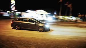 Under en tid ska en kille varit ofrivillig passagerare i en bil i Arboga en kväll i april. Han ska där ha hotats och rånats. Nu är två unga män åtalade för bland annat rån och olaga frihetsberövande. (Bilen på bilden har inget med det aktuella brottet att göra).