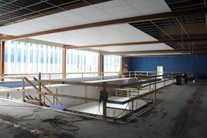 Nya extra inomhusbassängen i Maserhallen är byggd i rostfritt stål och har höj- och sänkbar botten. Bilden är från början av augusti i år.