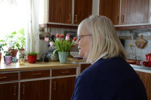 Kristina Kristiansson kan fylla sina dagar med att titta på rådjuren utanför köksfönstret.