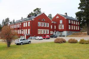 Undervisningen av svenska för invandrare (SFI) får inte vara kvar på Wemerskolan i Hede. Skolförvaltningen anser sig inte att ha råd med hyran och det är i dag inte klart vart utbildningen flyttar.
