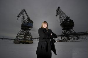Örnsköldsviks stadsträdgårdsmästare Elisabeth Strand Hübinette har inte alltid varit för ett bevarande av hamnkranarna. Men nu har hon svängt, och ser fram emot en natt på hög höjd.