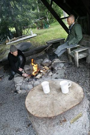 Är man sugen på en tidsresa är det bara att bege sig till Åsgård på lördag. Där bjuds det, förutom musik från förr, även på tombola, chokladhjul, styrketävling och matförsäljning, men man är även varmt välkommen att ta med sig egen picknickkorg.