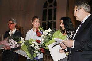 Alfta Lions president Jan Setterberg delade ut årets Lions-stipendier till Ulrika Carlsson, Erik Olof Wiklund och Ciya Hajo. Ciya kunde inte närvara, så det var hans syster Cimen som tog emot stipendiet.