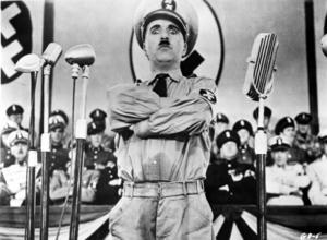 Charlie Chaplin i sin välkända roll som