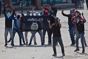 Unga IS-sympatisörer.