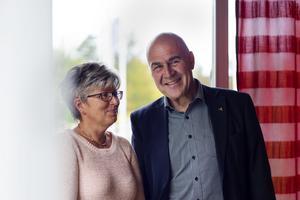 Helen Olsson och Lars Lewerth hjälper barn som växer upp i missbruksfamiljer. Tillsammans driver de projektet Childrens program i Uppsala.
