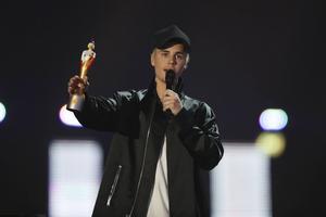 Justin Bieber prisades för årets internationella manliga soloartist.