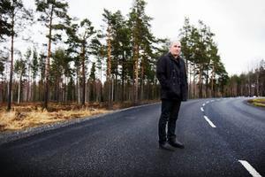 """""""När jag åker till Gåxsjö tar jag inte den tråkiga vägen, utan vägen över Krokom och Rödön. Kanske stannar i 10 minuter och lyssnar på fåglarna. Det är som en själslig powernap. Sådant är jätteviktigt. Man kan inte bara stressa genom livet"""", säger Daniel Wikberg."""