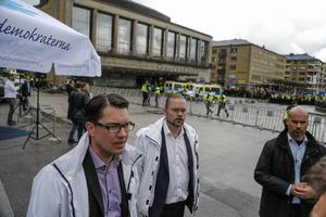 Sverigedemokraternas partiledare Jimmie Åkesson hindrades i tisdags från att ha ett torgmöte i Göteborg. Han valde själv att inte hålla sitt tal på grund av en omfattande motdemonstration.