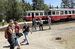 SPF Falun har rest längs Inlandsbanan till Gällivare. Bilden är tagen i Sorsele i samband med ett tågmöte.