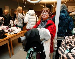"""""""Jag borde väl ha provat de klänningar som jag hittat, men passar de inte får jag väl dra in magen"""", säger Pia Hogeland från Östersund."""
