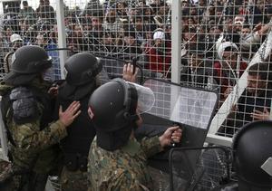 Vid Makedoniens gräns möts flyktingarna av taggtråd och tårgas. Europas hantering av flyktingfrågan är ett tragiskt och katastrofalt svek.
