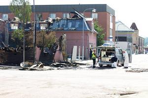 På måndagen inleddes den tekniska undersökningen av det eldhärjade huset.