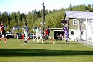 Stefan Lyubenovs frispark fram till 0–1 såg inte otagbar ut.