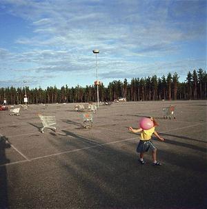 Lars Tunbjörk tillhör de flitigaste fotograferna i Dagens Arbetes reportage. Hans bilder av Sverige och det svenska symboliseras bra av det här fotografiet.