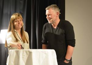 Kerstin Bergman från Svenska Deckarakademien och Arne Dahl i ett samtal om internationell brottslighet.