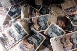 Som mest handlar det om en löneökning på 17 000 kronor för en av cheferna i det nya va-bolaget.