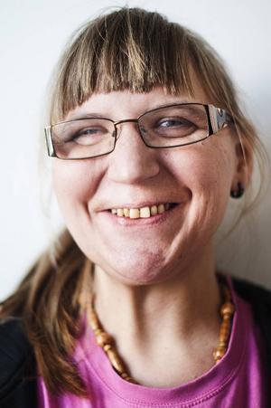 Sandra Arkander, började på Barda 2009.Det roligaste är att få spela lillasyster men även att dansa. Jag tycker att det svåraste är att lära sig replikerna.