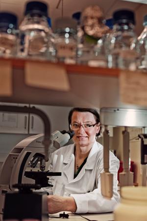 Letar pusselbitar. Jana Jass ska i sin studie jämföra resistenta bakterier i Indien och Sverige.
