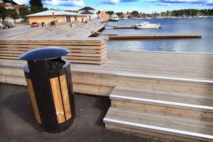 Hudiksvallspolisen tycker bland annat att det bör sättas upp förbudsskyltar mot att dricka alkohol och att skräpa ner på offentliga platser, bland annat i Hudiksvalls hamn vid soldäcket.