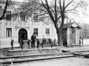 J.F. Bellanders första egna lokaler låg vid Nygatan, tvärs över järnvägen från Stora Esplanadgatan vid Grand Central Hotel.