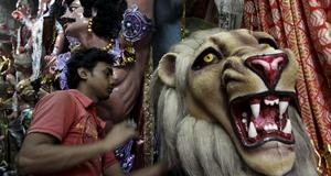 Lejonet i lera är en del av en gudinnestaty som avbildar Durga.