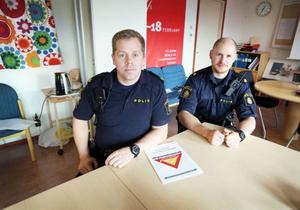 Fredrik Nylén och Anders Håkansson vid Årepolisen vill att fler startar grannsamverkan.