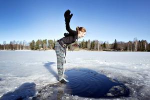 Natalie Burman trotsade det kalla vattnet trots sin infekterade fot.