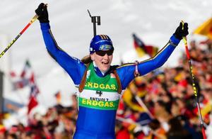 Helena Jonsson överraskade hela skidskytte-Sverige när hon på söndagen åkte till sig en andraplats i masstarten. Foto: Scanpix
