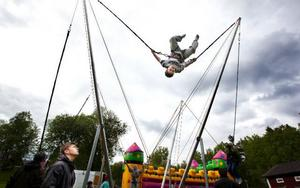 High jump var en av aktiviteterna som erbjöds på hembygdsgården i Lit i går. Foto: Håkan Luthman