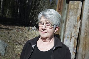 Kerstin Åsberg har inopererat cochleaimplantat, och är beroende av att hörselslingor fungerar.