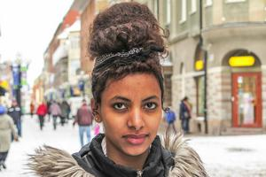 Kisanet Tesfu, 18 år, Järpen: – Ja, jag tror att Sverige vinner. Jag vill det. De är starka fastän Zlatan inte är med.