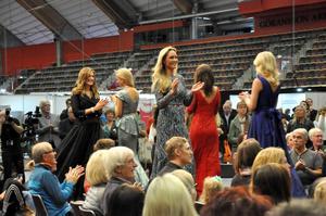 Göran Alfredssons klänningar brukar finnas med på Nobelfesten och i Fröken Sverige.