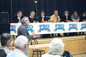 SEN SIGNAL? Ex-kommunalrådet Sixten Lindgren undrade om den nya organisationen gjorde att politikerna för sent fick signaler om budgetavvikelser.