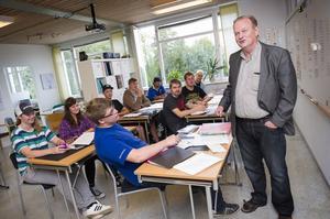 Specialläraren och eldsjälen Göran Brorsson har fixat närmare 4,7 miljoner kronor till Mellansel för en unik taxiutbildning.