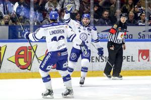 Alex Friesen fortsätter ånga på i Hockeyallsvenskan.