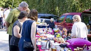Loppisen vid Oti lockar många besökare. Under lördagen fanns 37 försäljare på plats och sålde allsköns begagnade prylar.