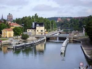 Slussar vidare. Med regeringens satsning på infrastrukturen kommer slussen i Södertälje efter ombygganden att kunna ta emot längre och bredare fartyg, vilket har stor betydelse för sjöfarten på Mälaren. foto: VLT